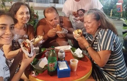 American woman tries Brazilian hot dogs with Brazilian family