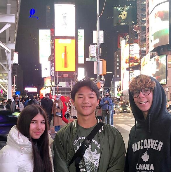 Chihok and host siblings at Times Square
