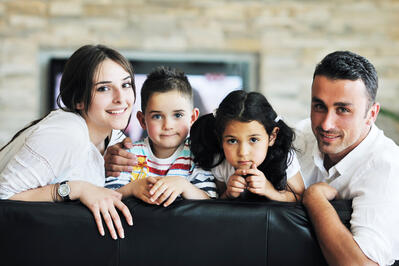 FAMILY - Young family at home (GraphicStock s3x-0196-634)