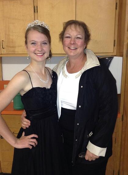 exchange student Homecoming queen with host mother