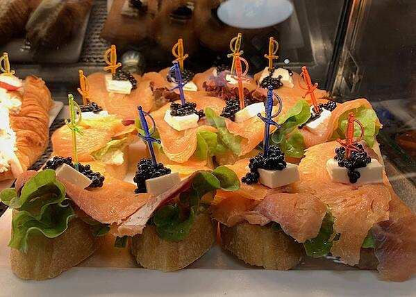 smoked salmon pintxos with fresh cheese cubes and caviar on bread