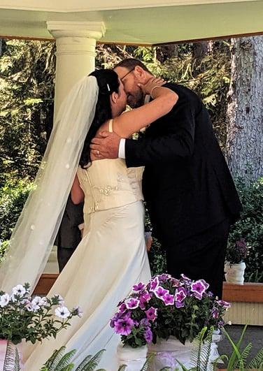 Bob & Carla kissing after pronouncement