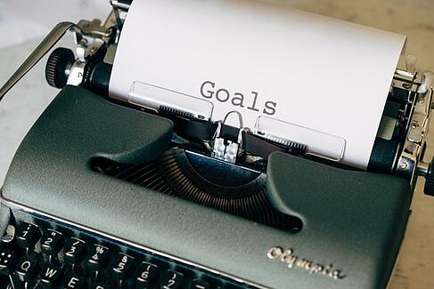 old fashioned typewriter with sheet of paper and the word goals